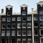 Amsterdam - okna_pixabay