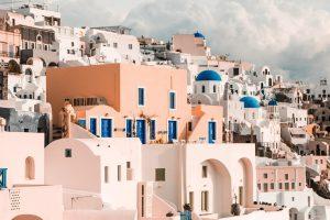 Osłony w oknach w Grecji
